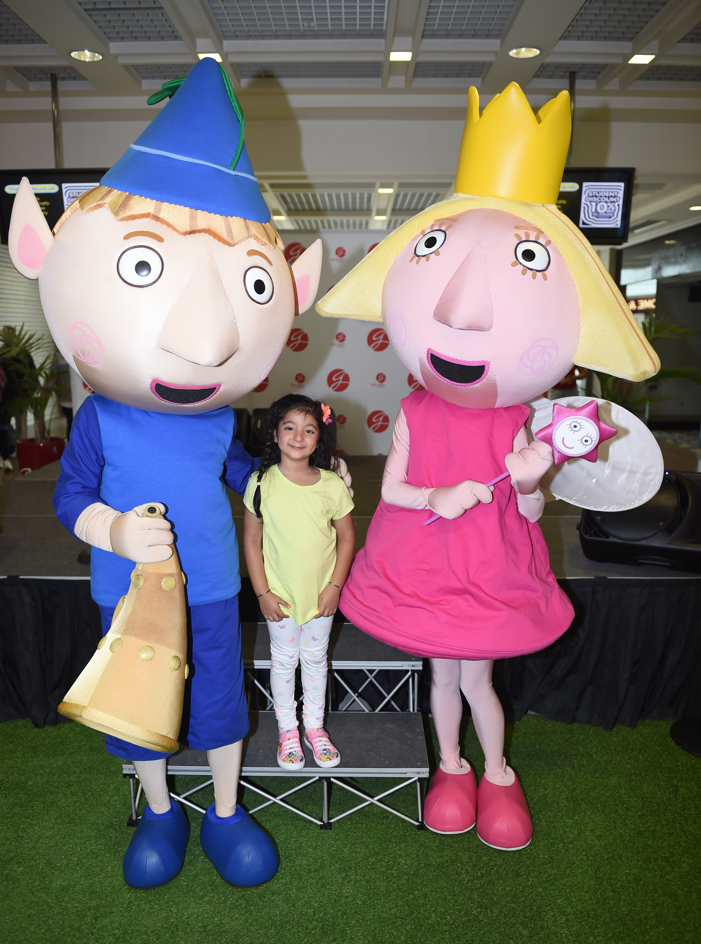 Priyanshi Panchal aged 5 meets Ben and Holly.