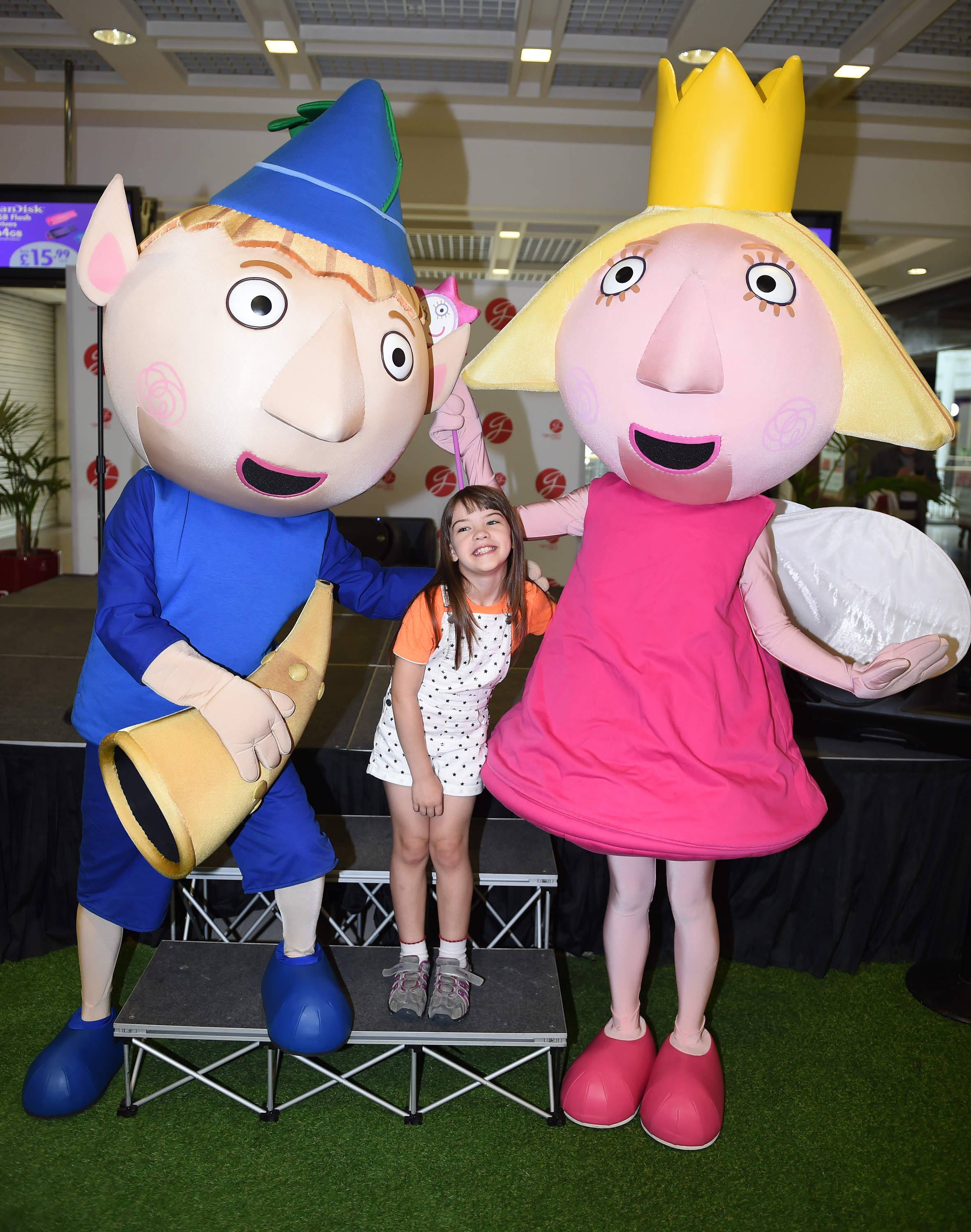 Summer Latimer aged 8 is delighted as she meets Ben and Holly.